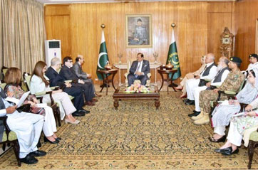 WHO Regional Director Dr Mahmoud Fikri meets H.E. President of Pakistan Mr Mamnoon Hossein to discuss polio eradication efforts