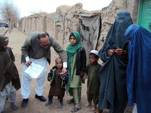 In Uruzgan, polio vaccinators have reached almost 200 000 children below 5 years of age in each house-to-house vaccination round. More than 1300 service providers have been trained to conduct these campaigns.