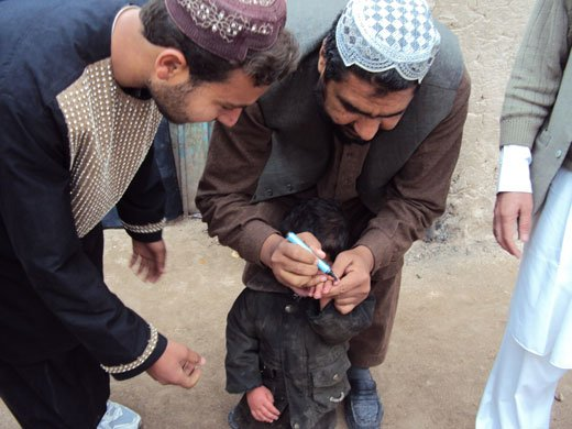 The World Health Organization (WHO), in coordination with the Ministry of Public Health of Afghanistan and UNICEF have undertaken eight rounds of vaccination during campaigns in 2011, thanks to the support of AusAID.