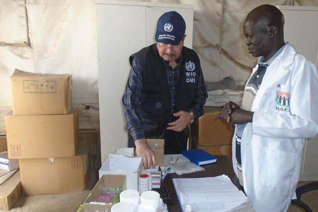 Together with national health authorities, WHO is stepping up its response in White Nile State, including supporting treatment centres with medicines, medical supplies, operational costs and staff incentives. In all states, WHO has trained rapid response teams and health staff on case management, case identification, and infection prevention and control.