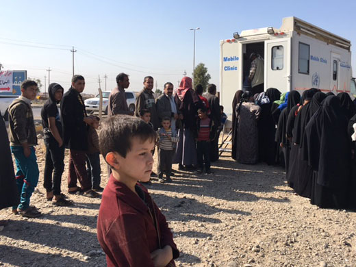 In response to gaps caused by massive waves of population displacement from west Mosul, WHO supported the Ninewa Directorate of Health in establishing mobile medical clinics and mobile medical teams to respond to the health needs of internally displaced people and host communities in the neighbourhoods of Mosul city. Five mobile medical clinics and mobile medical teams have been deployed to mustering sites in Tal Kasum region, Scorpion junction checkpoint and to reception and screening sites.