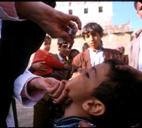 A child in Yemen receiving polio drops.