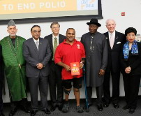 President Karzai of Afghanistan, President Zardari of Pakistan, B. Gates, Gates Foundation, polio survivor R. Ferris, President Jonathan of Nigeria, W.J. Wilkinson, chair Rotary Foundation Trustees, and Dr M.Chan, Girector-General of WHO on stage