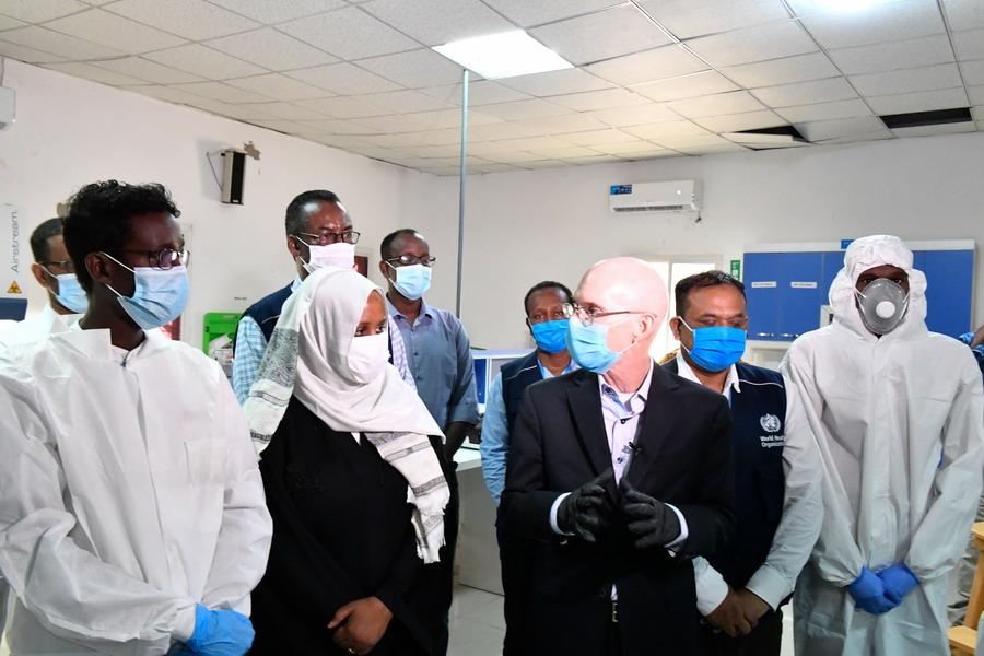un-officials-visit-somali-lab
