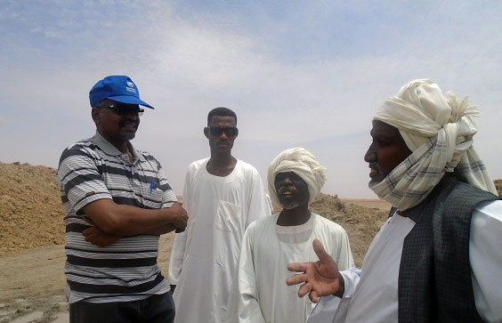 Khalid_Sarour_speaking_with_community_leaders