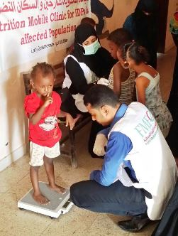Returnee children in Aden receive nutrition services from WHO-supported mobile clinics