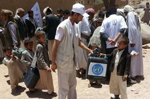 Volunteers in Saada distribute jerry cans