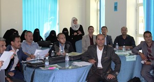 WHO nutrition officer in Yemen Dr Eshraq Al-Falahi trains health workers on INSS