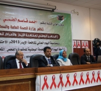 Speakers address an audience on the occasion of World AIDS Day in Yemen
