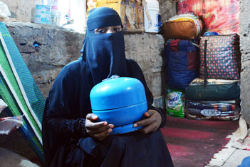 Zafaran, a displaced woman from Taiz City, has been unable to pay to refill a small cooking gas cylinder to feed her 2 children