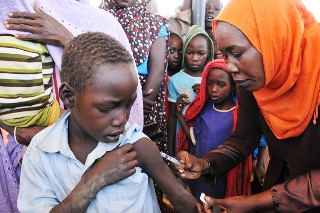 Young_boy_in_Sudan_receives_vaccination